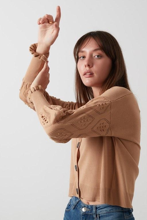 Lela - Lela % 100 Soft Akrilik Kolu İşlemeli V Yaka Triko Örme Bayan Hırka 4615030 CAMEL